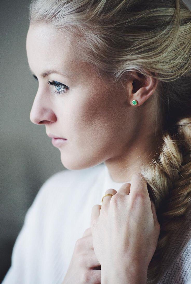 Gazing towards summer.. #hvisk #jewelry #green #earrings #summer #colors #gold #blue #eyes #natural #light #photography #model