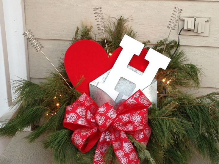 Outdoor Valentine Decor. Repurposed from Christmas greenery! - 31 Best Valentines Day Images On Pinterest