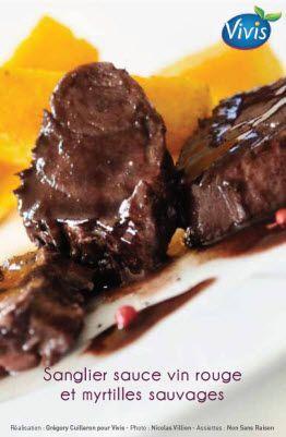 SANGLIER SAUCE AU VIN & MYRTILLES (pour 2 filets mignon : huile de pépin de raisin, vinaigre de Xérès, confiture de myrtilles) MARINADE : vin rouge, oignon, ail, bouquet garni, baies rouges
