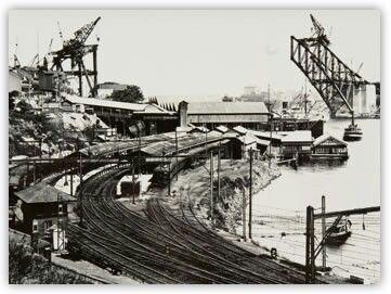 The construction of Sydney Harbour Bridge.A♥W