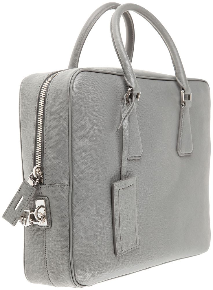 Prada Erkek Çantası Ayrıcalığını Prada Deri Evrak Çantası Modelleri ile %100 orijinal Prada Evrak Çantaları ve Prada Deri Çantalarının kalitesini yaşayın.