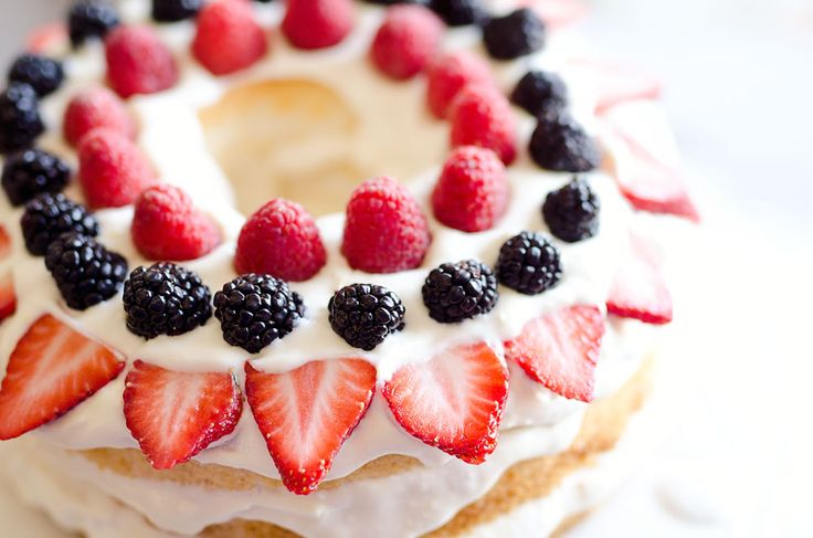 Light Berry Angel Food Cake is an easy low fat 15 minute dessert with only 5 ingredients, including coconut milk, Cool Whip and white chocolate pudding mix.