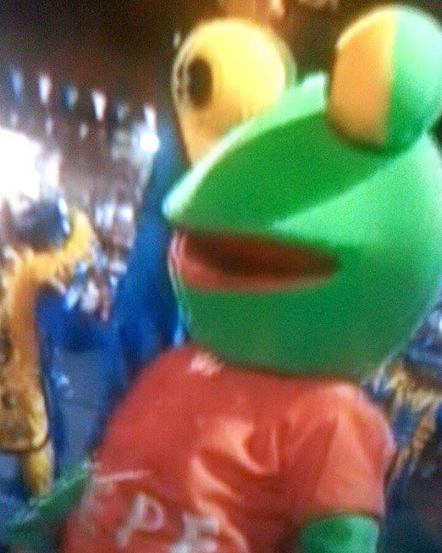 #IRL #pepethefrog spotted in #argentina during #partsunknown. the #memes are ALIVE!
