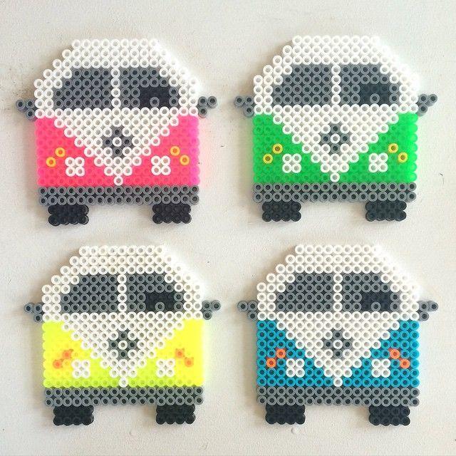 Caravanas de cuatro colores:rosa,verde,amarillo y azul