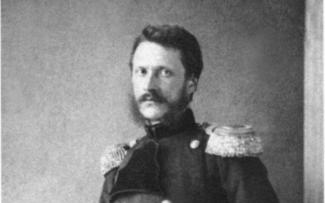 La primele ore ale lui 11 februarie 1866 Alexandru Ioan Cuza a fost silit să abdice de o coaliție formată din liberali și conservatori. A.D Xenopol susține că domnitorul ar fi fost prevenit pe la ora 19 de un băiat de prăvălie că garda palatului e vândută și se pregătiseră trupe pentru realizarea loviturii. Alți…