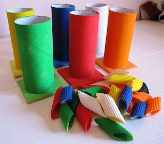 Imparare a confrontare i #colori usando materiale semplice e fatto in casa. Lo sviluppo del comportamento comparativo aiuta a prendere decisioni. Impara ad imparare. #sviluppocognitivo
