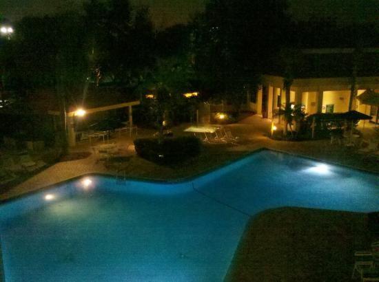La Quinta Inn Orlando International Drive: Pile, Yacuzzi y Bar
