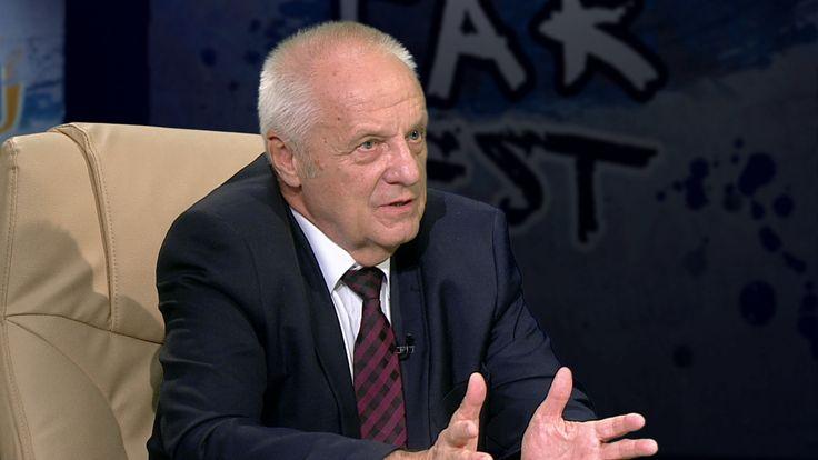 """Profesor Niesiołowski wyliczał, że """"wrogami Polski"""" są (wraz z Kaczyńskim) jego zdaniem B.Szydło,A.Macierewicz i Ziobro.,,Ci ludzie niszczą i demolują Polskę, niszczą demokrację. Polska nie jest krajem demokratycznym"""" Zapowiedział jednocześnie, że koło poselskie, do którego przystąpił w środę, przyłączy się do tworzonej pod auspicjami KOD koalicji """"Wolność, Równość, Demokracja"""".,,Tam już jest Nowoczesna, PSL i będziemy my, i jest cała lewica. Brakuje Platformy """",,Jeśli ktoś uważa, że......"""