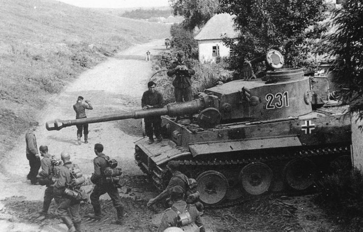 """German heavy tank Pz.Kpfw. VI """"Tiger"""" with the tactical number """"231"""" from the 503rd tank battalion. Belgorod oblast, USSR, 01.08.1943."""