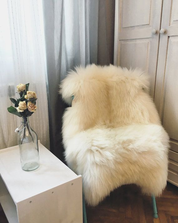 Very Big White Lambskin Rug. Premium Quality!  Sheepskin! About 115cmx90cmx85cm! Ivory Natural Sheepskin Lamb. Soft and Luxurious Long Hair.