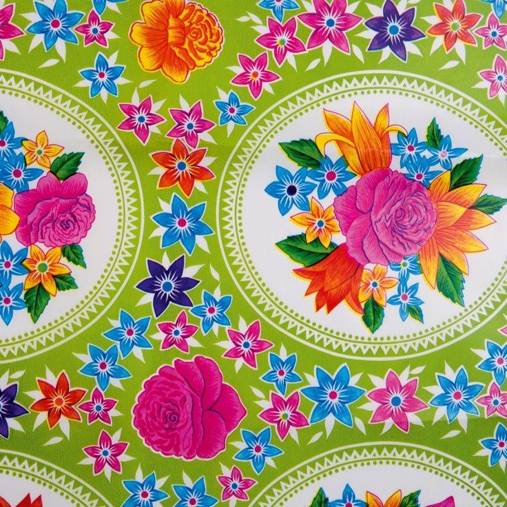 Mexicaans+tafelzeil+Rosario+Groen+-+Mexicaans+tafelzeil+waar+je+vrolijk+van+wordt.+Een+fris+dessin+met+mooie+rozen+en+ornamenten+op+een+lichtgroene+ondergrond.+Het+tafelzeil+van+Kitsch+kitchen+is+oerdegelijk+en+is+dus+ideaal+geschikt+om+mee+te+knutselen.+Maar+natuurlijk+ook+perfect+als+tafelkleed+op+de+keuken-+of+tuintafel!+Te+bestellen+vanaf+50+centimeter.