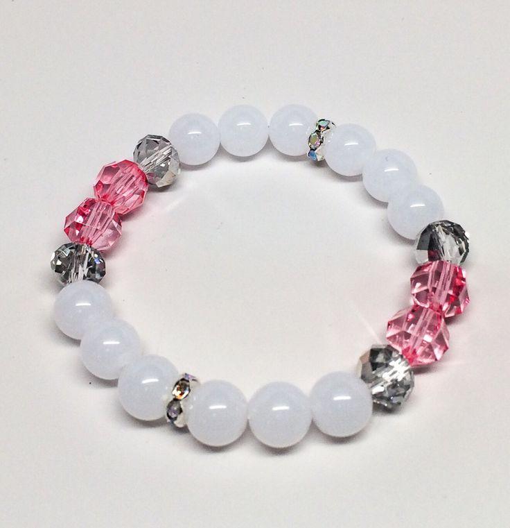 Med hvite perler som bakgunn og gull eller sølv besetning, syns jeg at akryl-edelsteiner i sarte juvelpasteller kommer skikkelig til sin rett:Dette er det våren 2015 handler om for meg!Di...