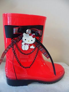 red wellies with hello kitty by ellishoes.blogspot.com