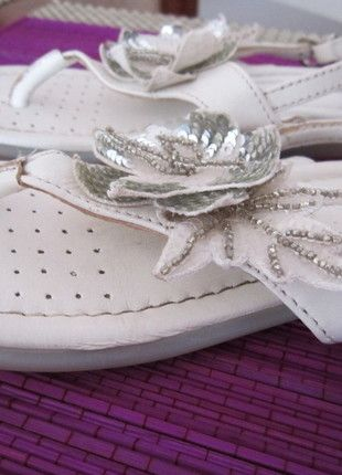 Kaufe meinen Artikel bei #Mamikreisel http://www.mamikreisel.de/kleidung-fur-madchen/sandalen/14613669-sandalen-primigi-gr-28-leder-3d-blume-pailetten-festlich-flexi-sohle-neuwertig