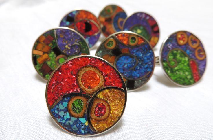 anillos reconstituidos con tizas, maderas y piedras