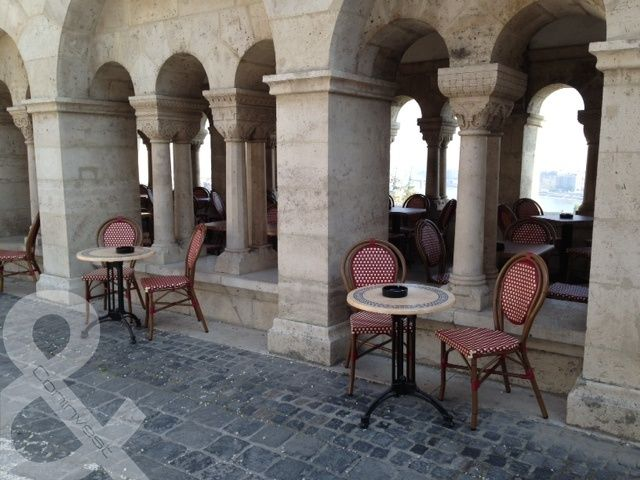Exkluzív Coninvest teraszbútorok a Halászbástyában. / Exclusive terrace furniture from Coninvest at the Fishermen's Bastion.