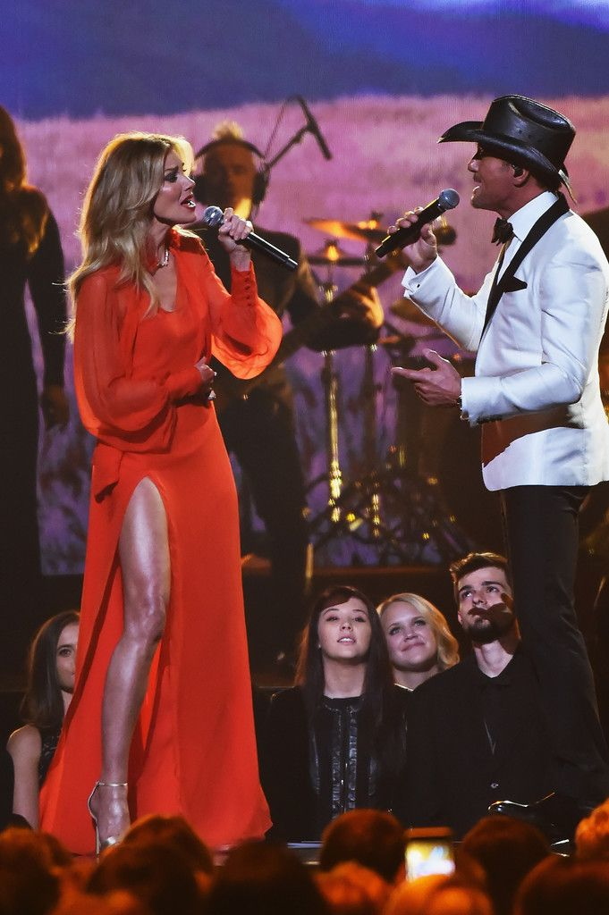 Faith Hill and Tim McGraw perform at 51st Annual CMA Awards 171108 #FaithHill #TimMcGraw #CMAAwards