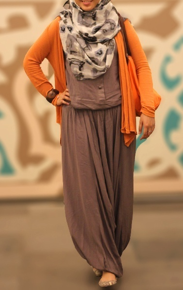 This maxi dress looks sooo comfy! #hijab #style