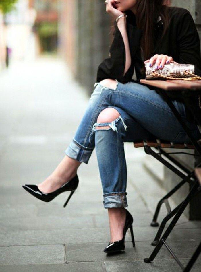 jean troué au genou, légèreté, air chic, chaussures noires, classe féminine