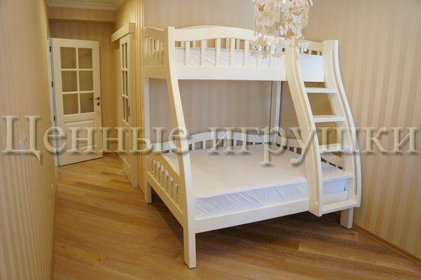 Двухъярусная кровать выполнена из массива бука, по размерам заказчика. Размер спального места на верхнем ярусе 180х90 см, на нижнем 180х140 см. Высота кровати 190 см. #детскаямебель  #детскаякровать  #двухъяруснаякровать  #ценныеигрушки #деревяннаякровать #мебельизмассива