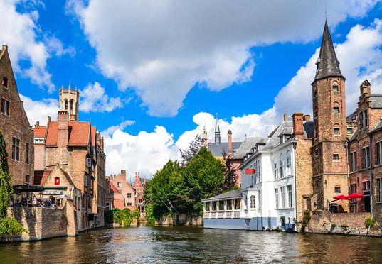 Sur les canaux de Bruges - Source : Photodune - Auteur : emicristea
