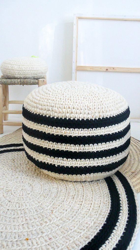 He encontrado este interesante anuncio de Etsy en https://www.etsy.com/es/listing/266612610/crochet-lana-gruesa-pouf-natural-sin