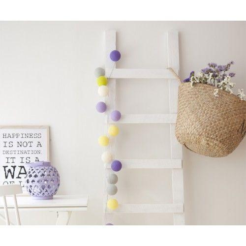 Escalera decorativa de madera que puedes utilizarla como perchero o revistero. Quedará genial en cualquier zona de tu hogar y conseguirás un toque natural y escandinavo a tu casa. Disponible en varios colores