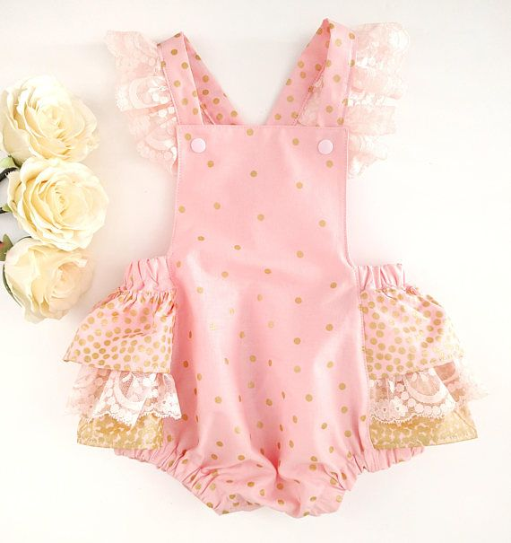 Blush pink and gold cake smash romper. Only the best will do for those precious first birthday photos so let Georgina Mary Makes create a beautiful custom outfit for you! https://www.etsy.com/uk/listing/583648347/blush-pink-and-gold-romper-glitter-baby