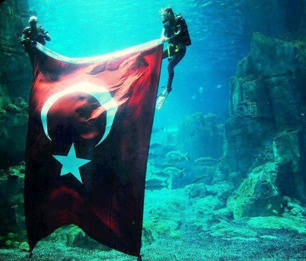 OĞUZ TOPOĞLU : denizin altında türk bayrağı