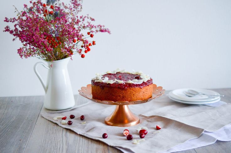 Cranberry upside down gingerbread with spelt and coconut flour