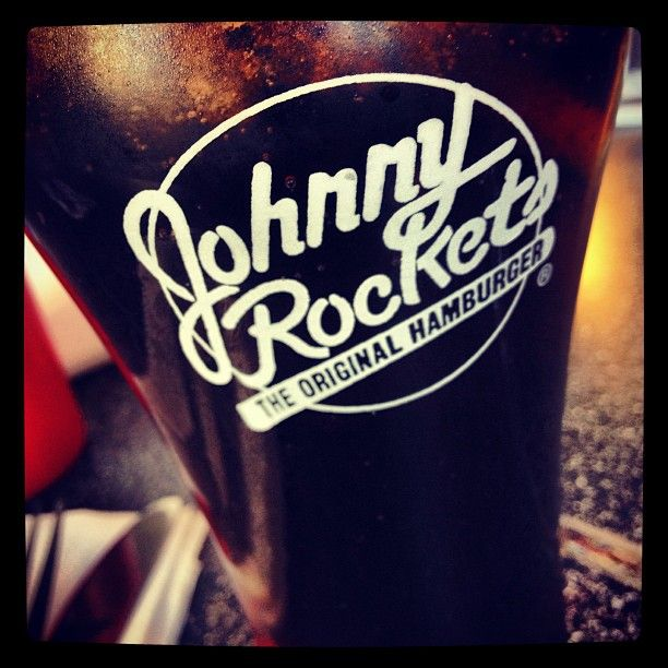 Bebida bien helada con un shot de vainilla. http://despilfarra.wordpress.com/2013/06/24/las-hamburguesas-con-estilo-son-de-johnny-rockets/ #logo #glass #vaso #johnny #johnnyrockets #rockets #chile #ice #hielo #santiago #alto #altolascondes #lascondes #scl #cl #coca #coke #cocacola #coca-cola