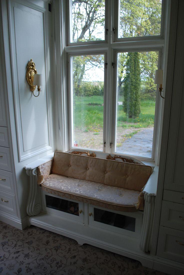Closet sitting place