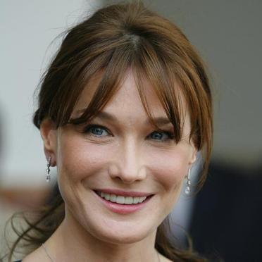 Carla Bruni...France's First Lady.............I love herrrrrrrrrr!!! and what an amazing songstress <3