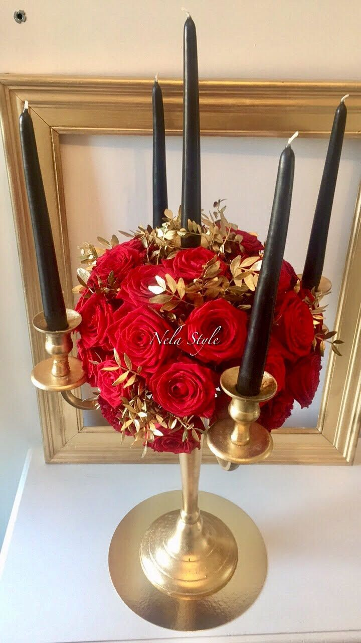 CHANDELIER BOUGIES NOIRES #nelastyle #chandelier #bougie #noir #red #rouge #roserouge #rose #fleur #compositionflorale #mariage #centretable #or #gatsby #cadre #wedding #doré