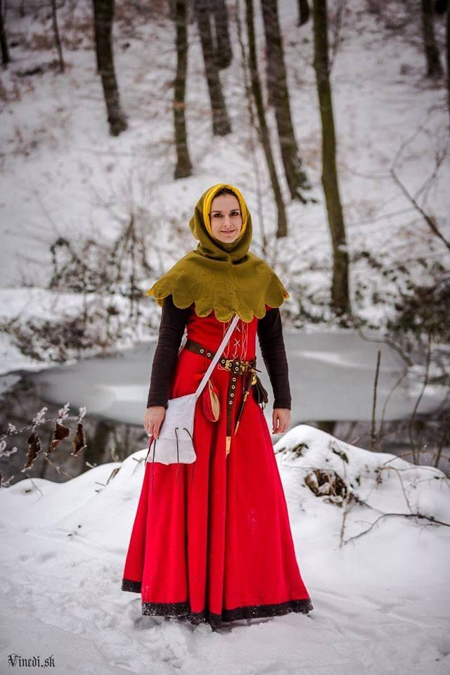 1st half of 14th centruy, woolen cotte with detachable sleeves, woolen cape