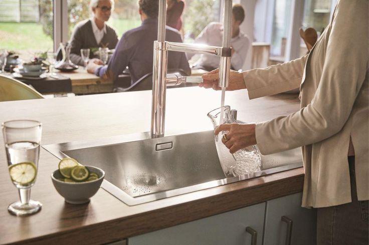 Zdrowie zaczyna się w kuchni. Picie odpowiedniej ilości wody jest podstawą naszego długotrwałego zdrowia. Foto: BLANCO ZEROX 700-IF/A z baterią Culina-S