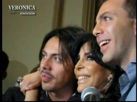 Verónica Castro con sus hijos Cristian y Michelle durante la develación de su estrella en Las Vegas, Nevada.