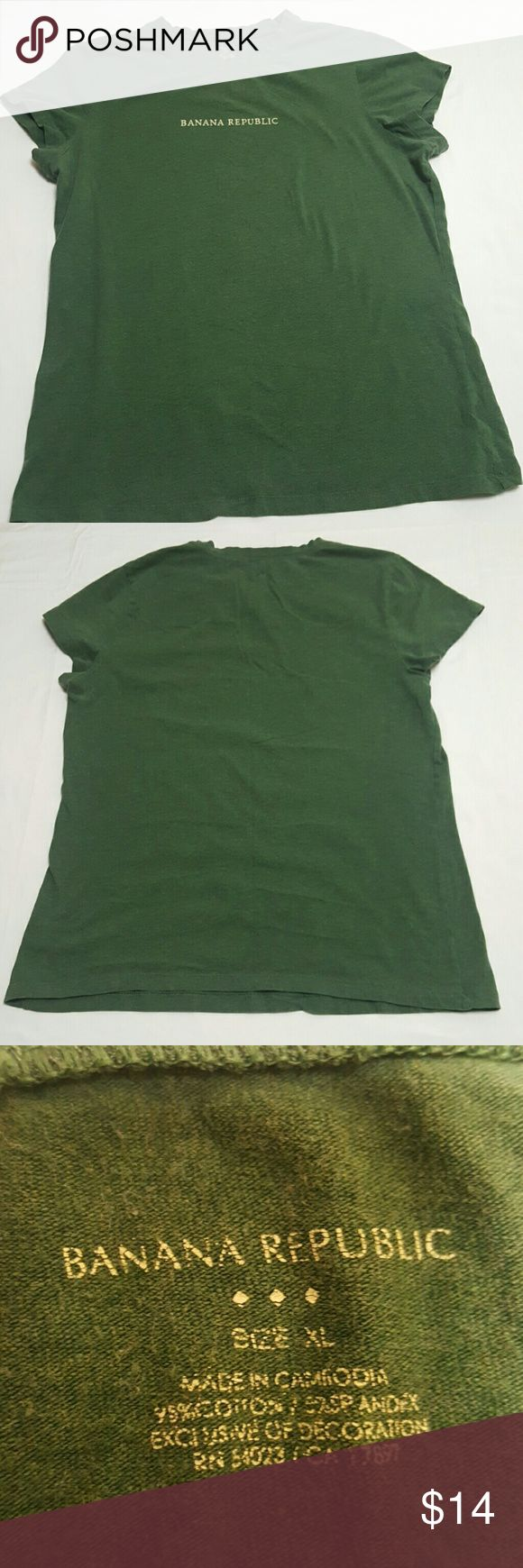 Banana Republic XL t-shirt Dk green lightly heathered t-shirt, in slightly used condition. Banana Republic Tops Tees - Short Sleeve