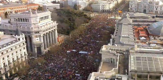 """Unos 300.000 ciudadanos acudieron a su llamamiento al """"31E"""", mientras la Delegación del Gobierno del PP rebajaba la asistencia a 100.000."""