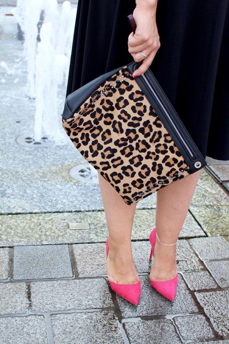 Das Kleine Schwarze aufregend kombiniert - Coco Chanels Klassiker neu interpretiert mit Leo Clutch und linken Pumps // WWW.MISSSUZIELOVES.DE // Der zeitlose Chanel Klassiker für kurvige Frauen interpretiert - so stylt ihr den Look!