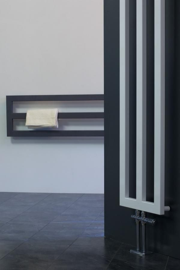 Designradiatoren Framex in de badkmar via Laurens Radiatoren