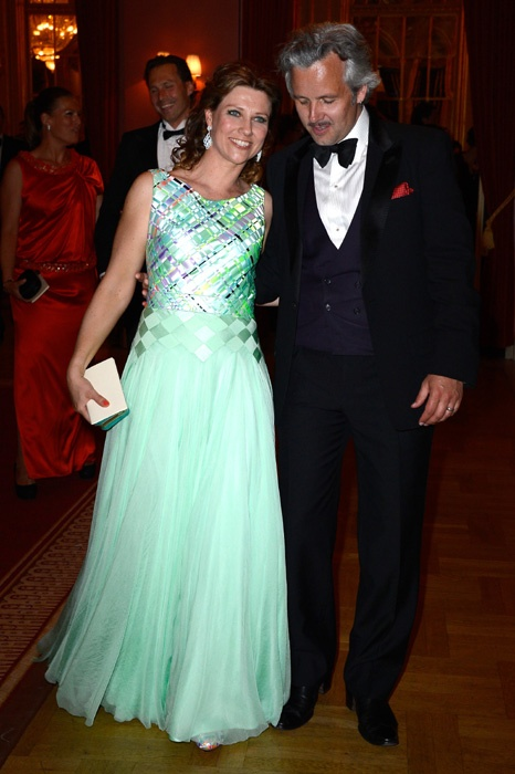 149 best evening dresses worn by royalty images on for Pre worn wedding dresses