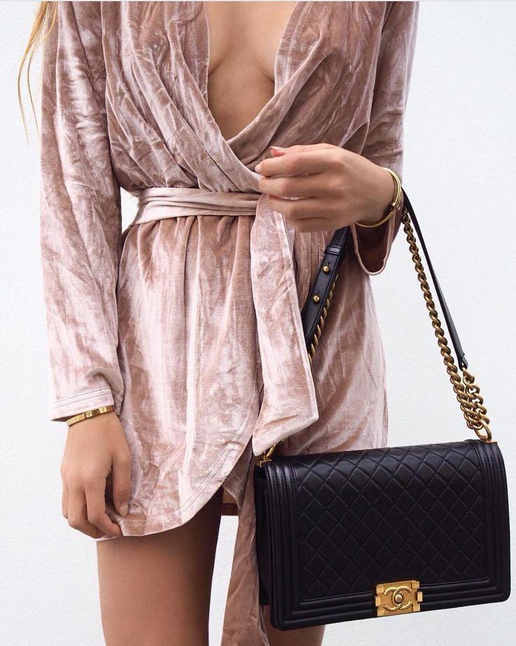 Black Chanel 'Boy' bag + gold hardware  |  pinterest: @Blancazh