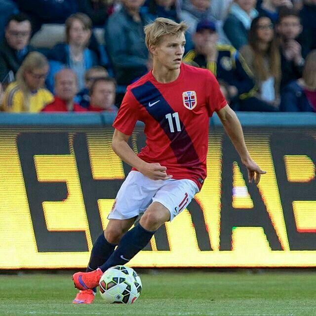 Det blir hyggelig gjensyn med Real Madrids Martin Ødegaard på Marienlyst i morgen. Den tidligere Godset-helten slutter seg til U21-troppen som møter England i EM-kvalik i Drammen. Kjøp billett på godset.no #norge #U21 #emkvalik #marienlyst  @odegaard.98 Foto: Børre E. Helgerud