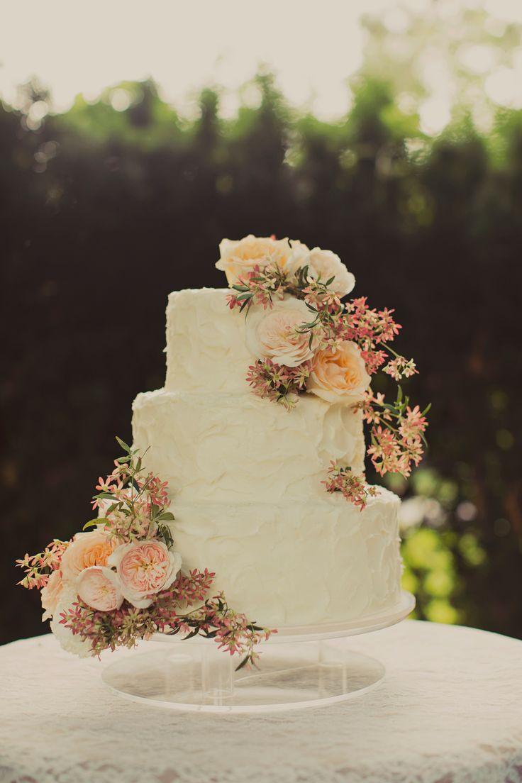 classic floral wedding cake //// Photo: Alixann Loosle, Cake: Cakes de Fleur