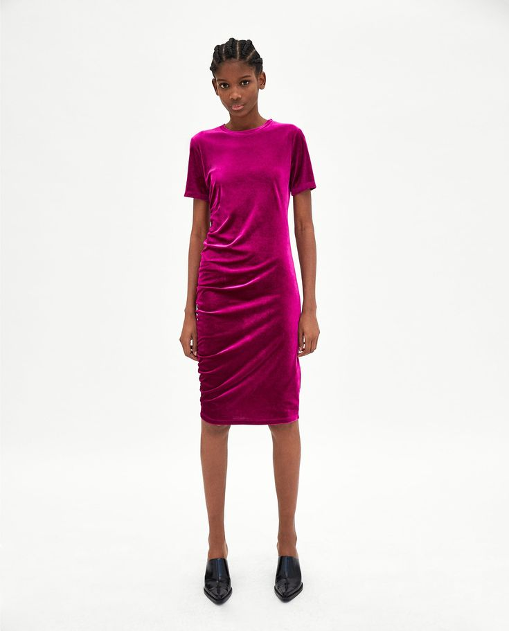 GATHERED VELVET DRESS DETAILS  1,590 RSD  COLOR: Fuchsia    2712/011