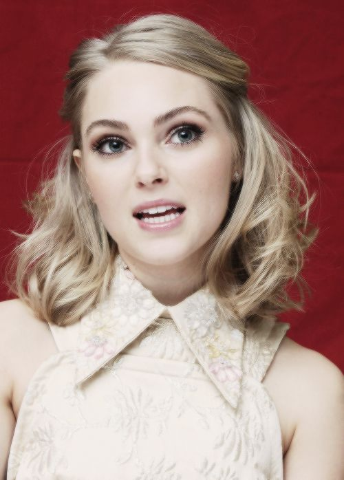 #REDRIDER DREAMCAST: Helena Basque / The Red Rider - #AnnaSophia Robb (The Carrie Diaries)