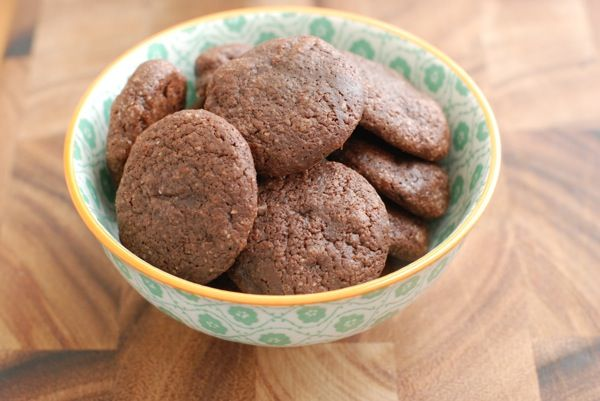 Chocolate cookies for Passover from NotDerbyPie--no matzah meal needed. And they look awesome, right?