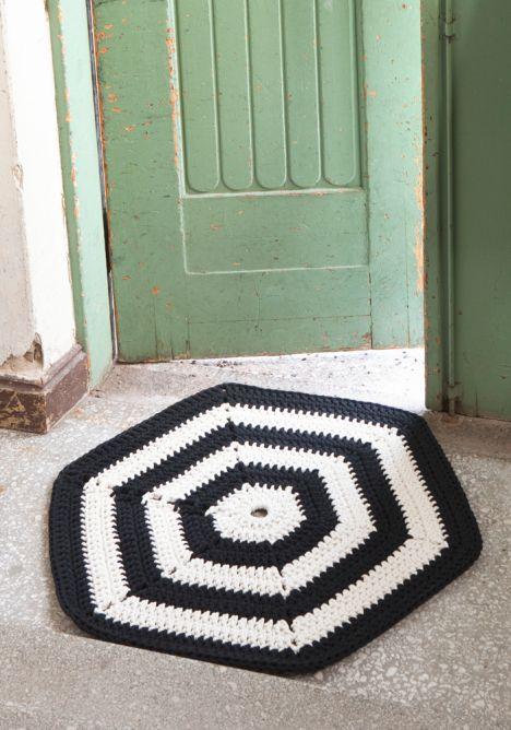 Virkattu Hexagon-matto by Molla Mills SK4/2014.