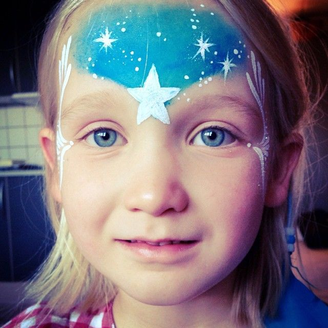 Trying out my new brushes on a little star-girl #starrysky #stars #face #facepaint #paint #blue #painting #blueeyes #stardesign